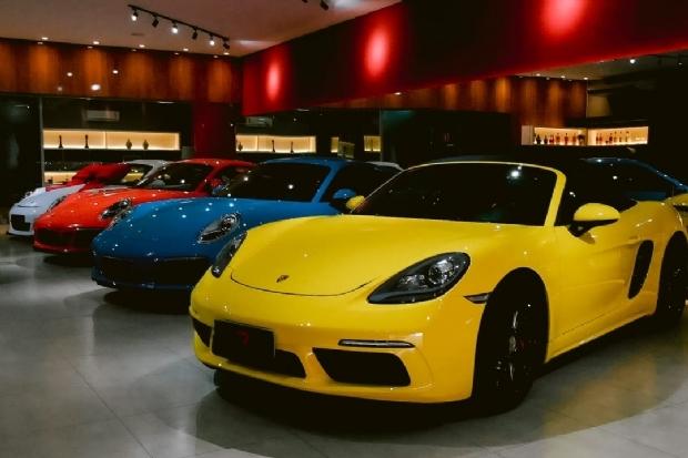 Rivenditori celebra um ano revolucionando o mercado de carros de luxo em Cuiabá