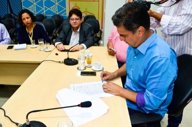 Emanuel garante R$ 50 mi para construção de viadutos e programa de asfalto em Cuiabá
