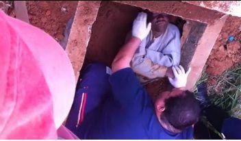 Homem é enterrado vivo em cemitério de São Paulo; veja vídeo com cena do resgate