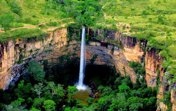 Um dos atrativos mais conhecidos, a cachoeira Véu de Noiva