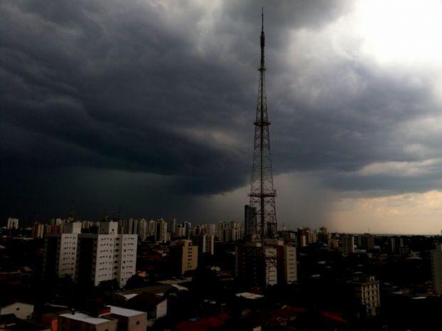 CPTEC alerta para chance de tempestades, granizo e vendavais em Cuiabá e mais 65 cidades de MT;  lista