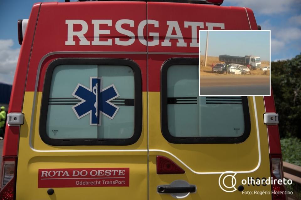 Colisão entre camionetes em rodovia deixa três pessoas feridas; veja vídeo