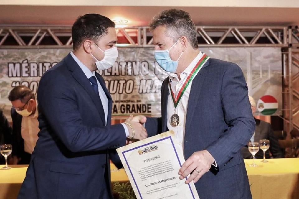 Governador cita obras entregues e em andamento em VG ao receber comenda Couto Magalhães