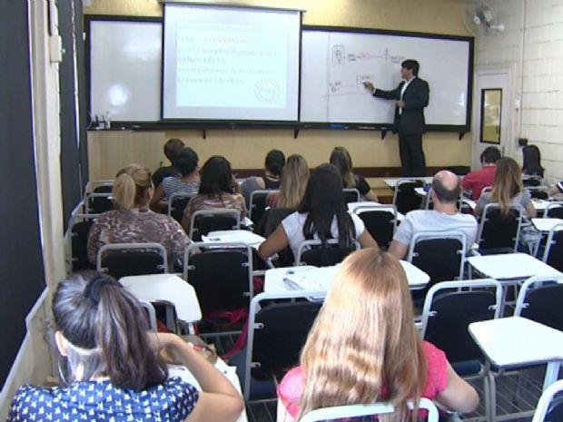 Concursos com inscrições abertas reúnem 7,9 mil vagas; salários chegam a R$ 15 mil