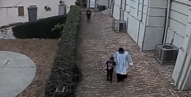 Criança de oito anos é salva por coroinha de ameaça em banheiro de igreja de Cuiabá