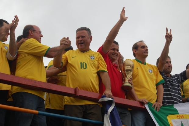 Da direta para a esquerda: Silval Barbosa, José Riva, Blairo Maggi, Valtenir Pereira, Wilson Santos e Eliene Lima