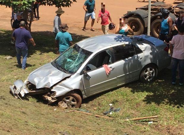 Idoso de 68 anos fica ferido após capotamento de Corolla em rodovia