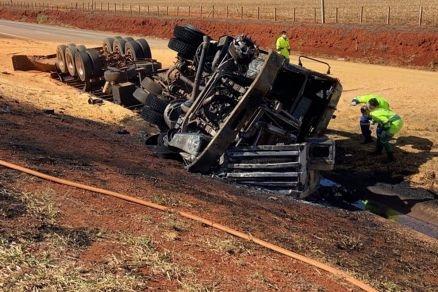 Motorista de caminhão morre carbonizado em acidente na BR-163;  Vídeo