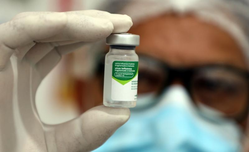 Professores de Cuiabá começam a ser vacinados contra três tipos de Influenza nesta segunda-feira