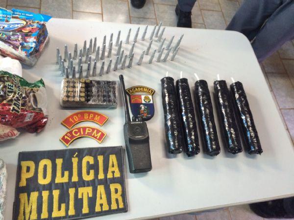 PM apreende dinamite e munições de fuzil; material seria usado para roubo a banco