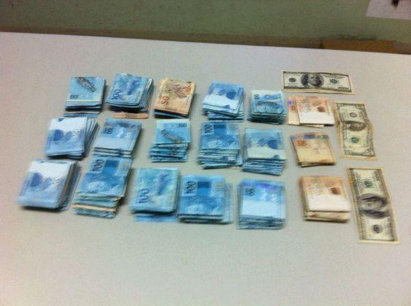 Polícia Federal apreende R$ 156 mil, dólares e cinco servidores por fraudes