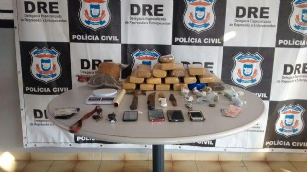 Polícia fecha bar que funcionava como boca de fumo e prende traficantes na capital