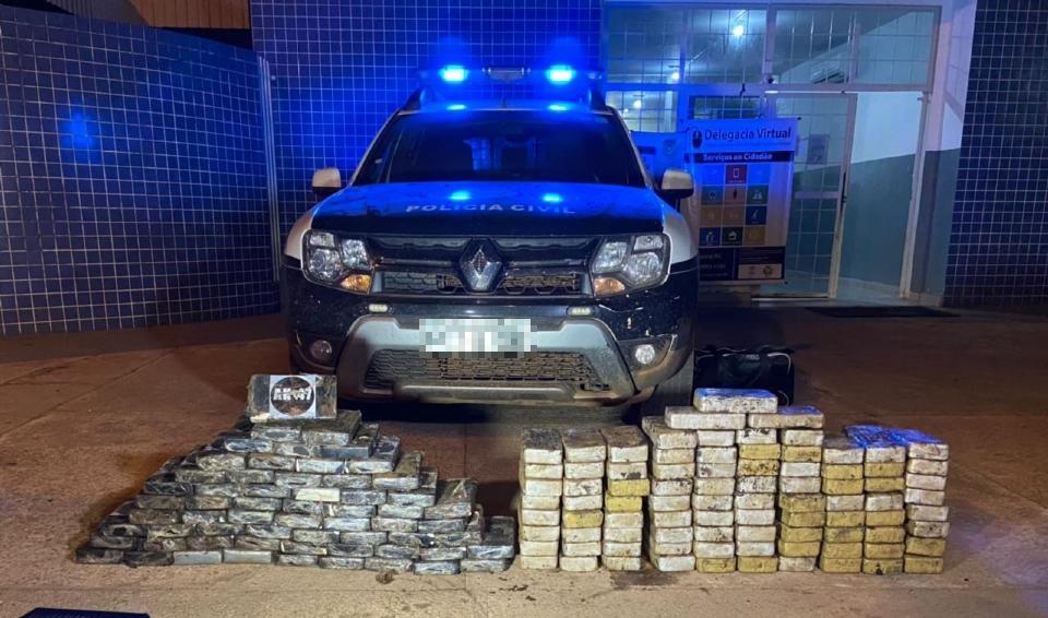 Polícia apreende droga escondida em fundo e caminhão e dá prejuízo de mais de R$ 2,5 mi ao tráfico