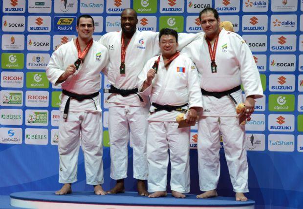 Cuiabano Davi Moura conquista prata no Mundial de Judô da Hungria e sobe ao pódio com outro brasileiro