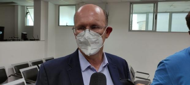 """""""Política pública de entregar cesta básica é ridículo"""", critica Avalone ao citar ações do governo"""