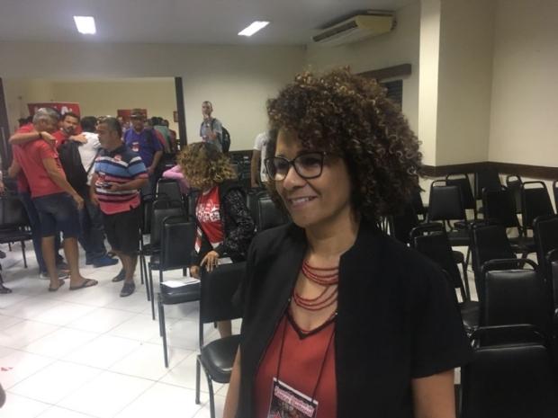 Após derrota interna, pré-candidata ao governo do PT recorre à nacional para se lançar a federal