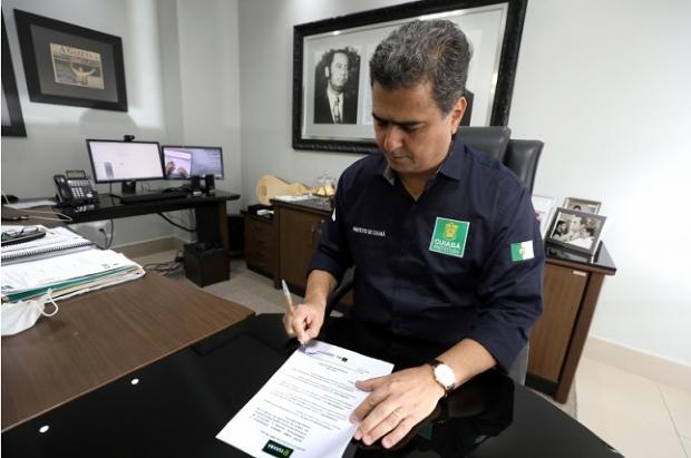 Seguindo decreto estadual, prefeito amplia horário de funcionamento do comércio e libera cinemas e eventos sociais