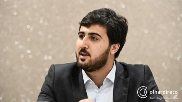 PL de Emanuelzinho regulamenta piso salarial para professores de educação básica