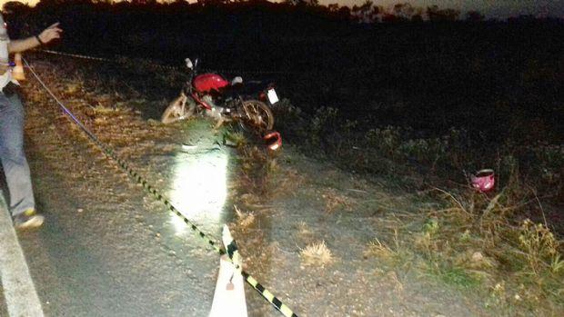Estudante de 14 anos é atropelado por carro em alta velocidade no acostamento de rodovia