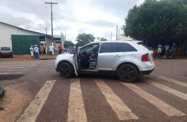 Criminosos interceptam Ford Edge, executam homem e ferem mulher