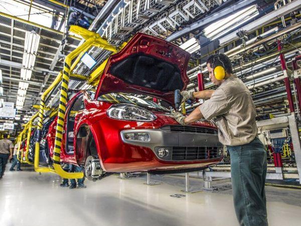 Fábrica da Fiat, em Betim, MG, dará folga a 3.000 funcionários