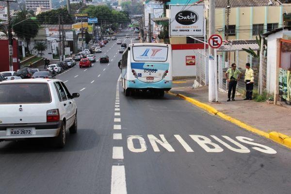 Faixas exclusivas poderão ser usadas por táxis, ambulâncias e motos em Cuiabá; multas serão arquivadas