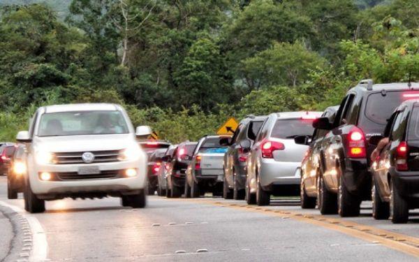 Sancionada lei que obriga motoristas a utilizar farol baixo em rodovias durante o dia; multa chegará a R$ 130