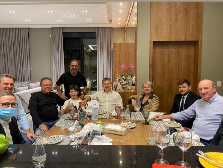 Reunião na casa de Paulo Araújo na última quinta-feira