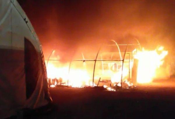 Funcionários ficaram revoltados com questões trabalhistas e colocaram fogo em um depósito da usina