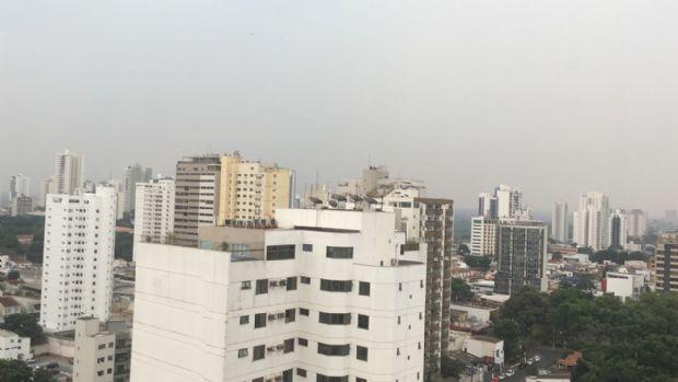 Contrariando as previsões: relâmpagos e trovoadas anunciam chuva em Cuiabá; veja vídeo