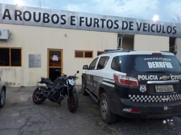 Jovem e comparsa são presos acusados de furtar a própria motocicleta do pátio da Semob