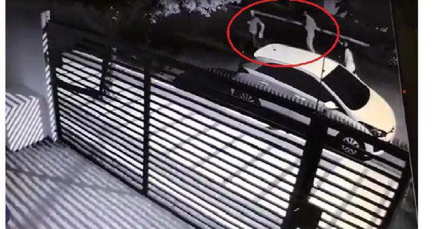 Vídeo flagra homem correndo atrás de ladrão, após mulher sofrer tentativa de assalto; assista