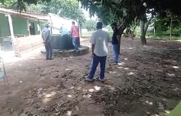 Corpo de homem é encontrado dentro poço em estado de decomposição; veja vídeo