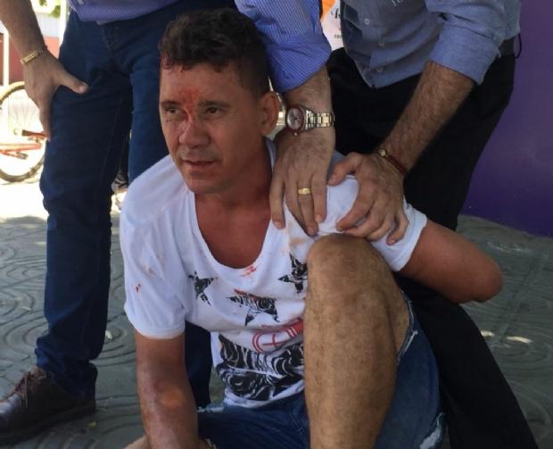 Após ser agredido, ladrão se diz portador de HIV e tenta jogar sangue em PM's