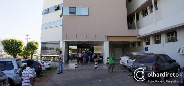 Jovem de 19 anos que se passava por pediatra em hospitais é identificada