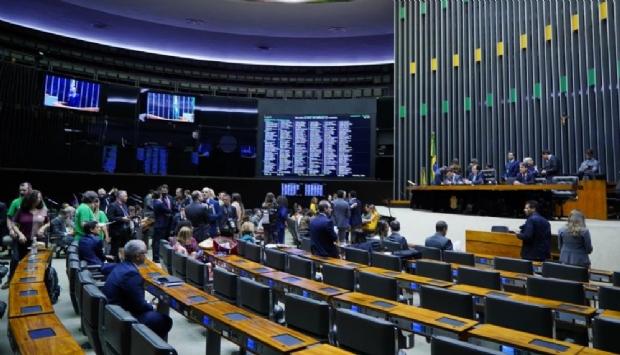 Com apoio e ausências de MT, Câmara autoriza uso de fundo partidário com advogados e proíbe devolução