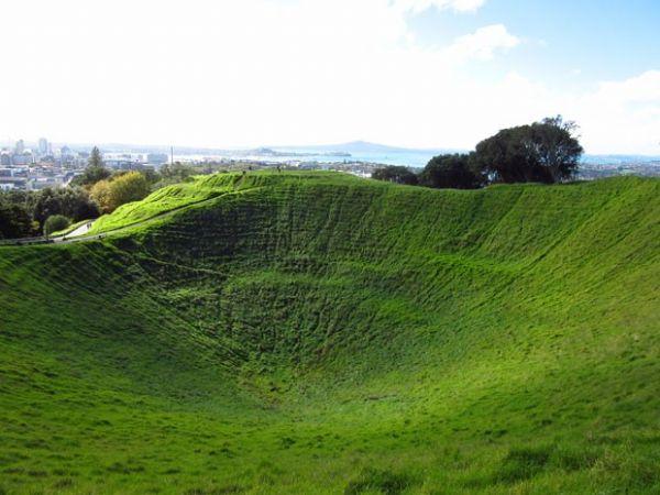 Vulcão com cratera de 50 m tem vista para maior cidade da Nova Zelândia