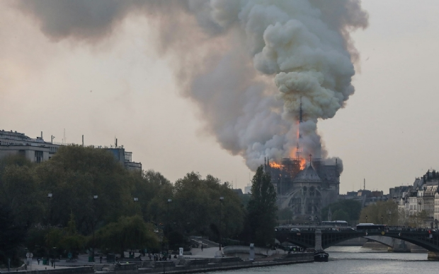 Incêndio atinge a Catedral de Notre-Dame, em Paris;  veja fotos