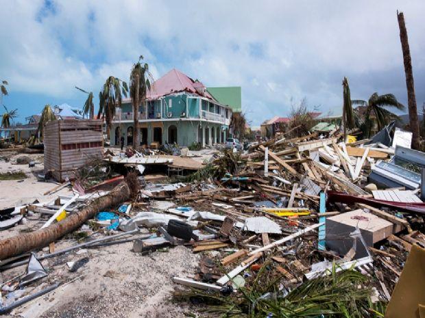 Irmãs de MT perdem casa em ilha destruída por furacão e tentam deixar local de helicóptero