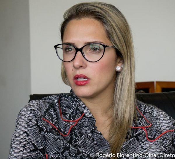 Janaína quebra silêncio após prisão de Riva, agradece o pai e cobra atitudes do governo Taques