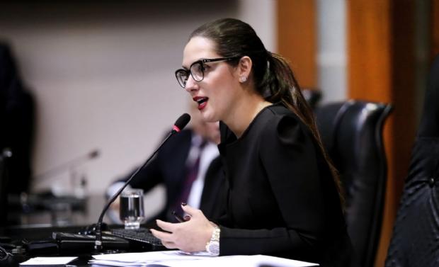 Janaína diz que se sente perseguida pelo sobrenome e por ter sido deputada mais votada