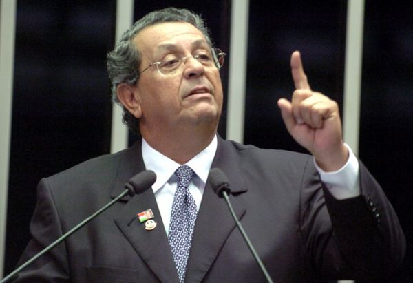 Jaime Campos desiste de disputar a reeleição e expõe crise em grupo de oposição
