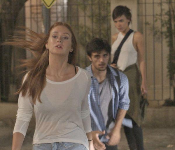 Eliza acusa Leila de vazar as fotos e Jonatas defende a jornalista