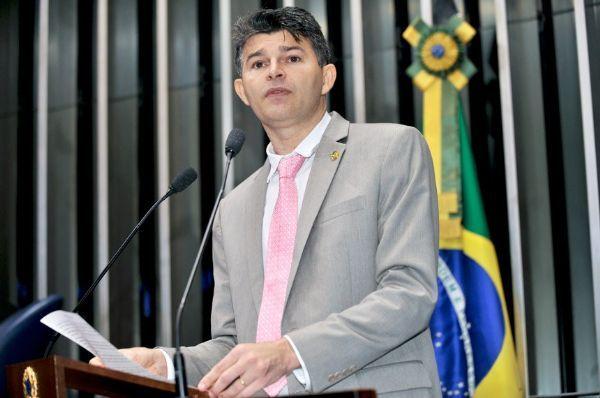 Senador de MT afirma  que colocar Lula em ministério seria 'auto-golpe' de Dilma