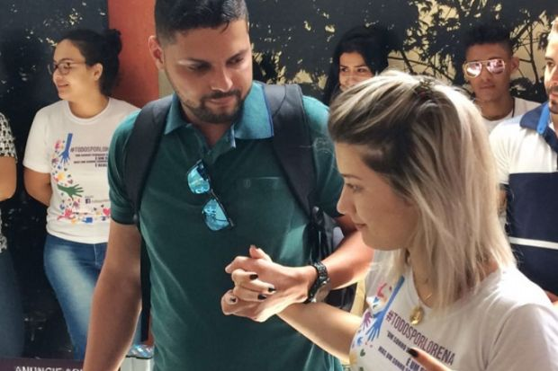 Após intensa campanha e vitória na Justiça, jovem chega a Tailândia na terça para tratamento
