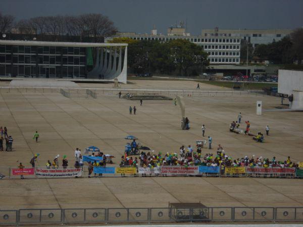 Manifestantes em frente ao Palácio do Planalto