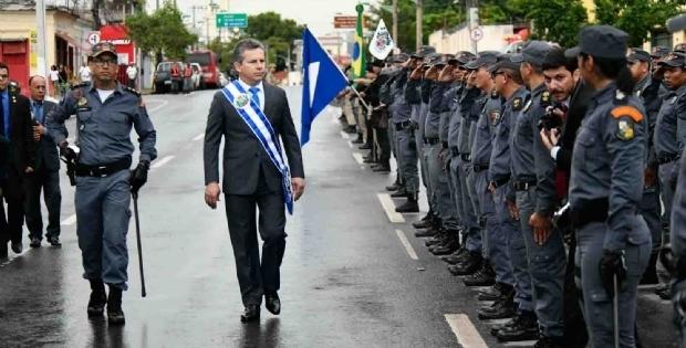 Mendes explica aluguel em condomínio de luxo e critica viagens de jatinho de Taques