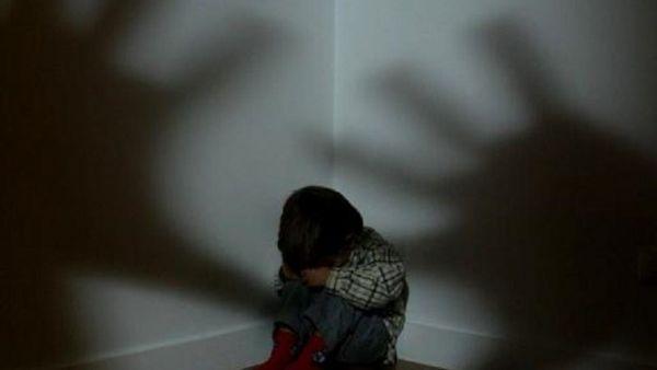 Mulher embriagada é presa acusada de maus tratos contra crianças