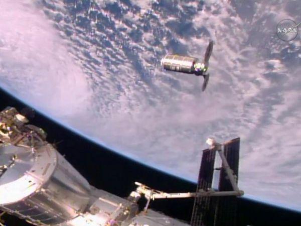 Nave chega à Estação Espacial Internacional com 2,5 t de alimentos