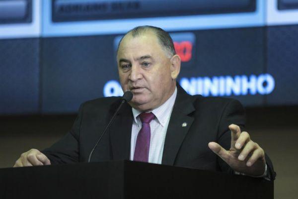 O deputado Nininho se desentendeu com grevistas em plenário